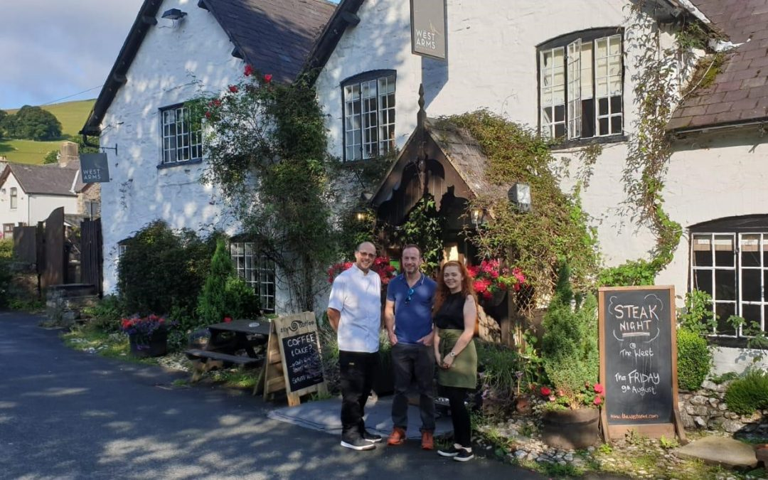 The West Arms welcomes heroic British Athlete, Alex Flynn, to North Wales
